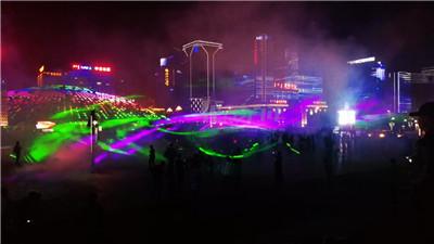 到鄂尔多斯CBD广场上,一起带着节奏感与彩虹群交错起舞吧