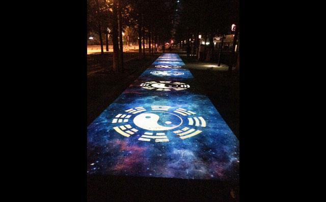 光影百年地面互动案例--都江堰四十米走廊