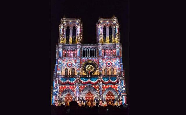 巴黎圣母院建筑投影秀